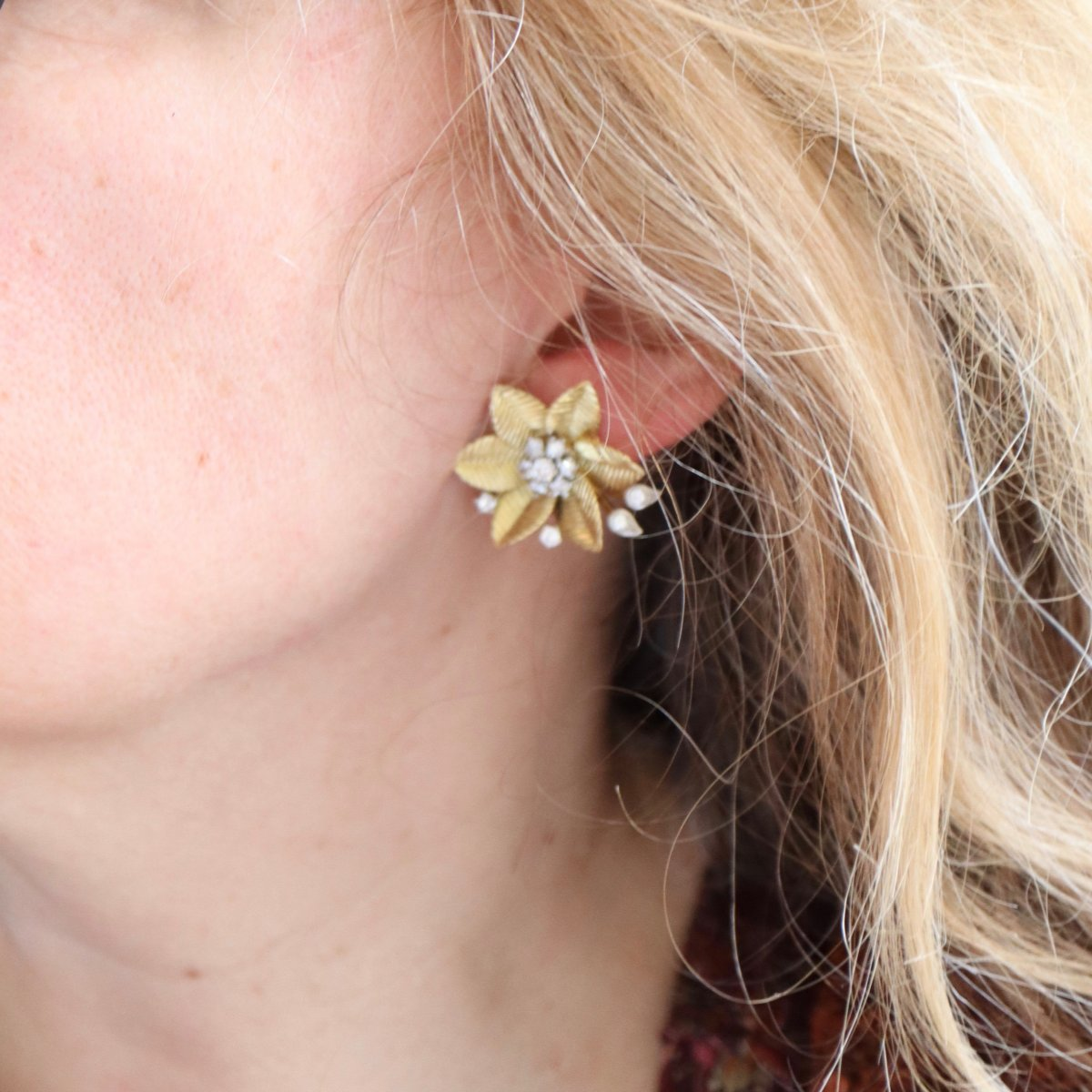 Flower Clip Earrings In 18 Kt Yellow Gold And Diamonds-photo-4
