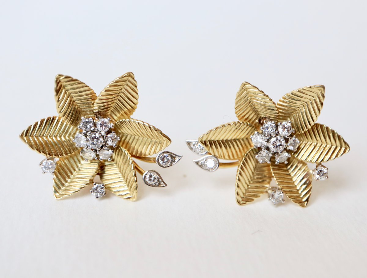 Flower Clip Earrings In 18 Kt Yellow Gold And Diamonds