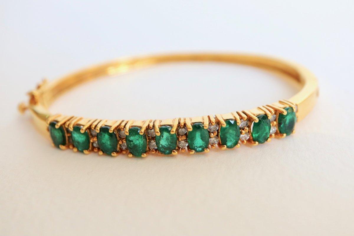 Bracelet 1960 En Or Jaune 14 Kt Sertissant 9 émeraudes Pour 3 Carats