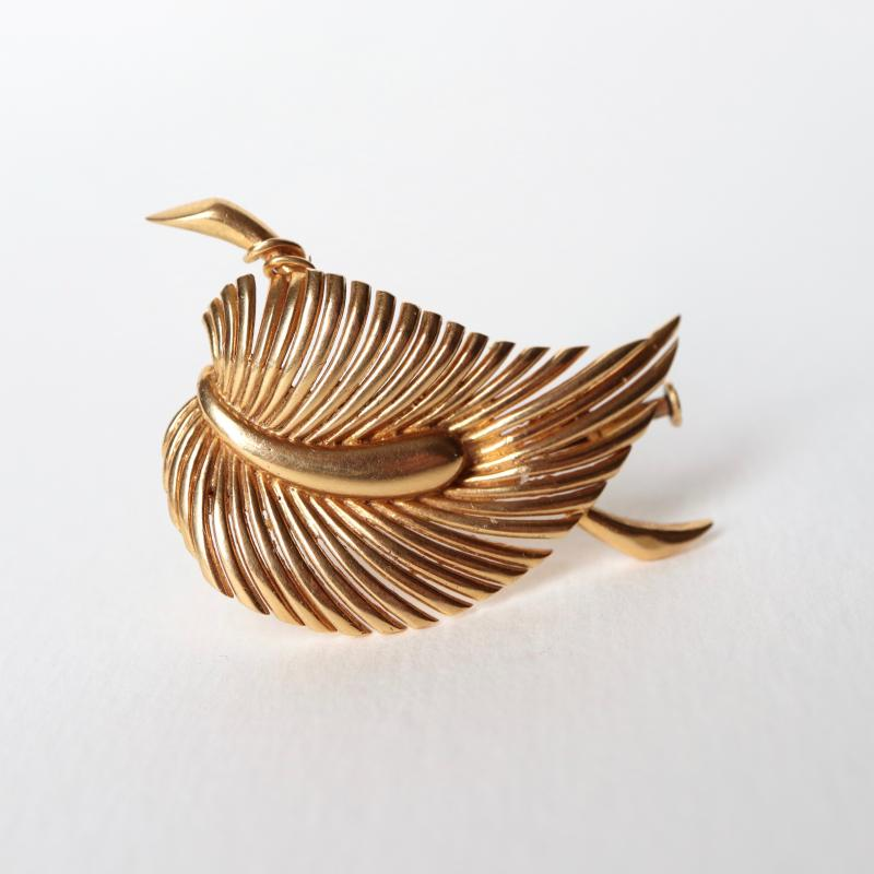 Leaf Brooch In 18k Yellow Gold-photo-4