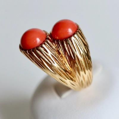 Cartier Engraved 18 Kt Yellow Gold And Coral Ring