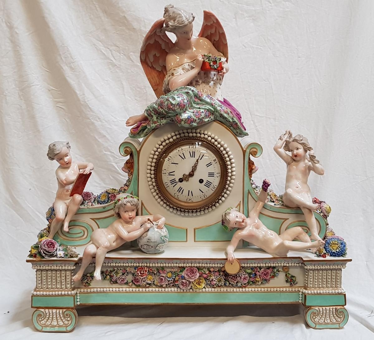 Horloge En Porcelaine