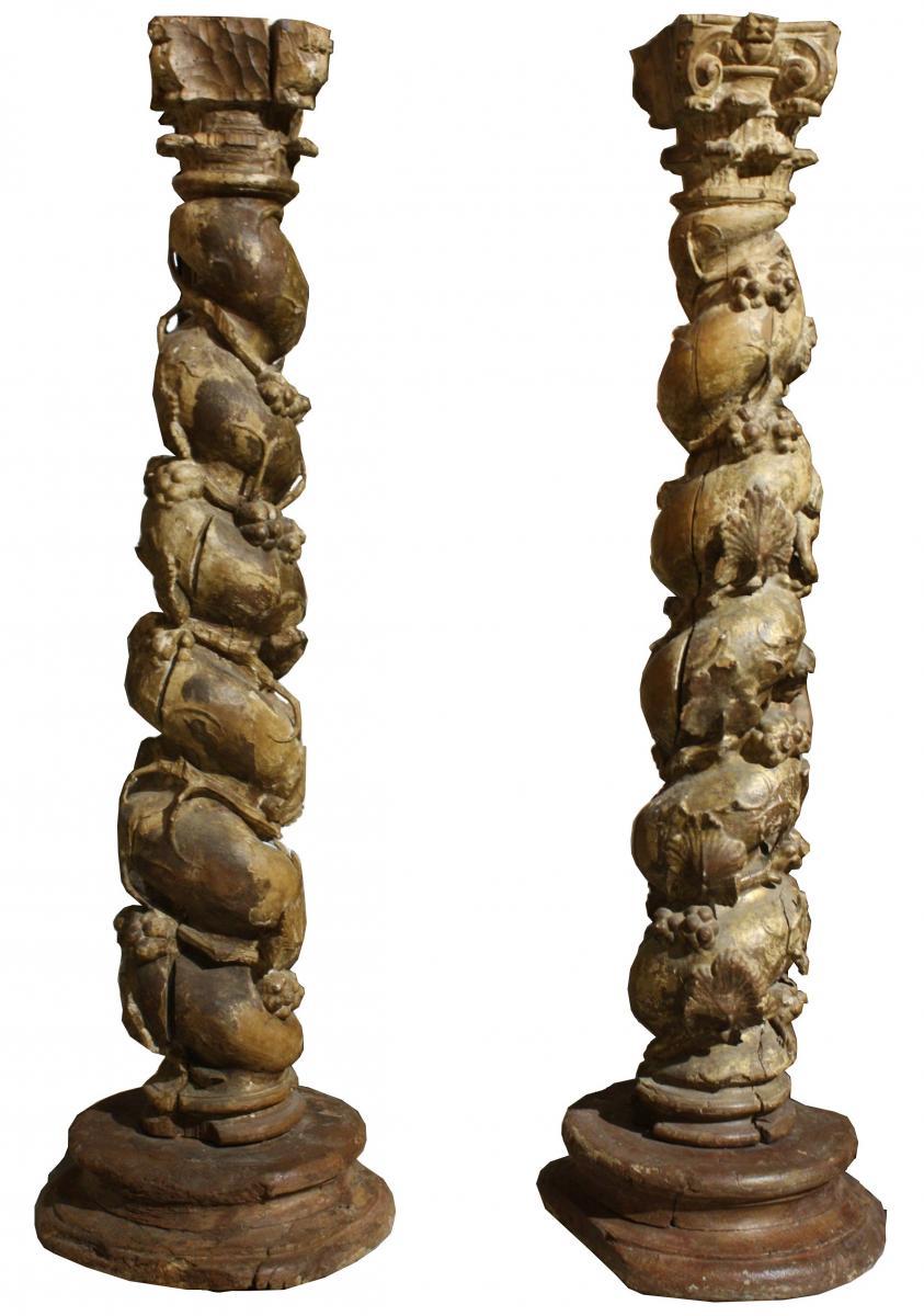 Paire De Colonnes Salomoniques en noyer sculpté, XVIIe