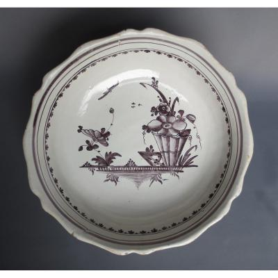In Earthenware Bowl Auxerre Time Eighteenth Century 's