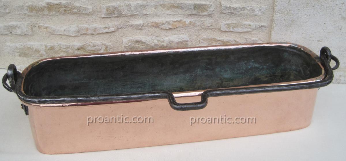 Poissonnière en cuivre. XVIIIe s.