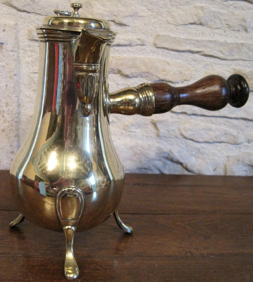 Verseuse en laiton, forgée au marteau. 2ème moitié du XVIIIe s.