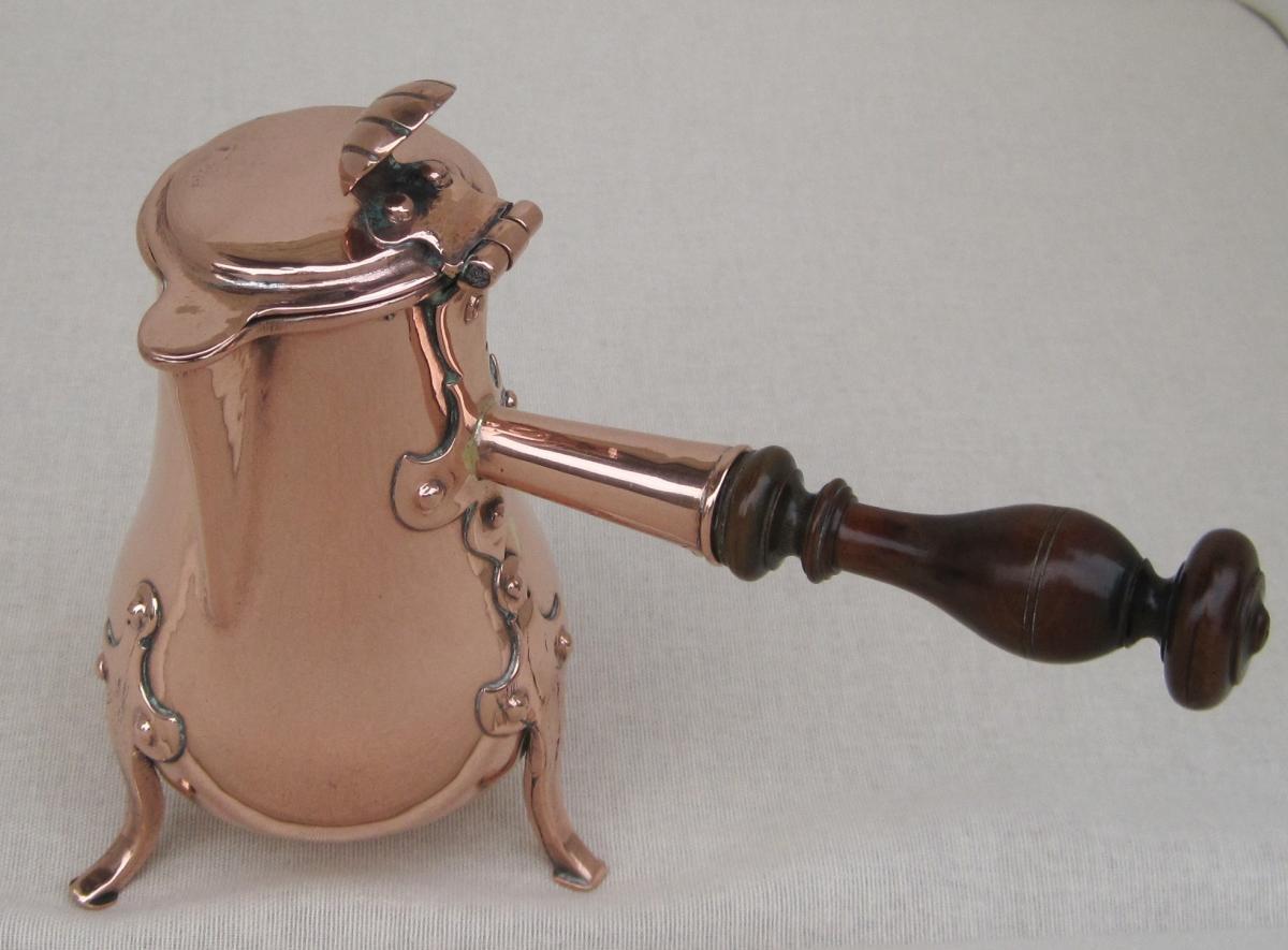 Petite verseuse en cuivre. H : 14,7 cm. XVIIIe s.