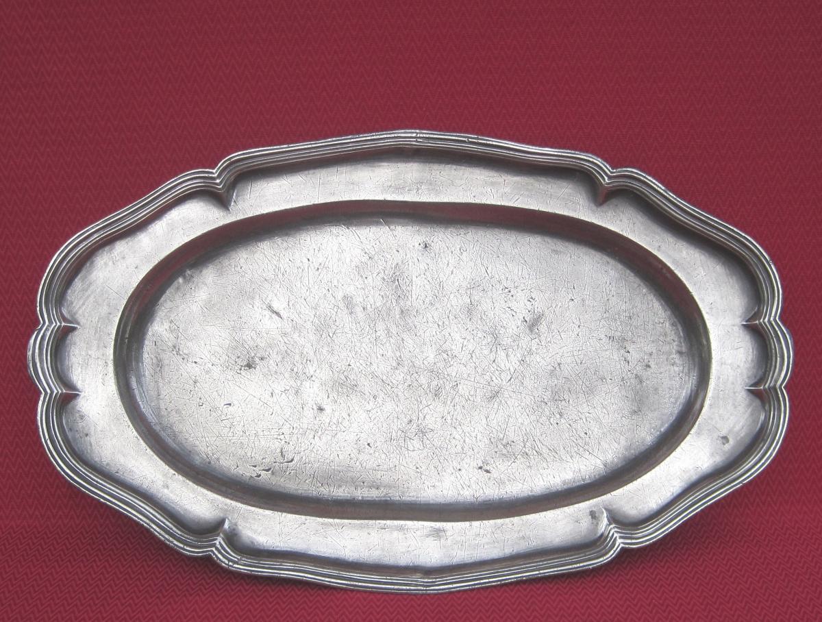 Grand Plat oblong, en étain. 53,2 cm. XVIIIe s.