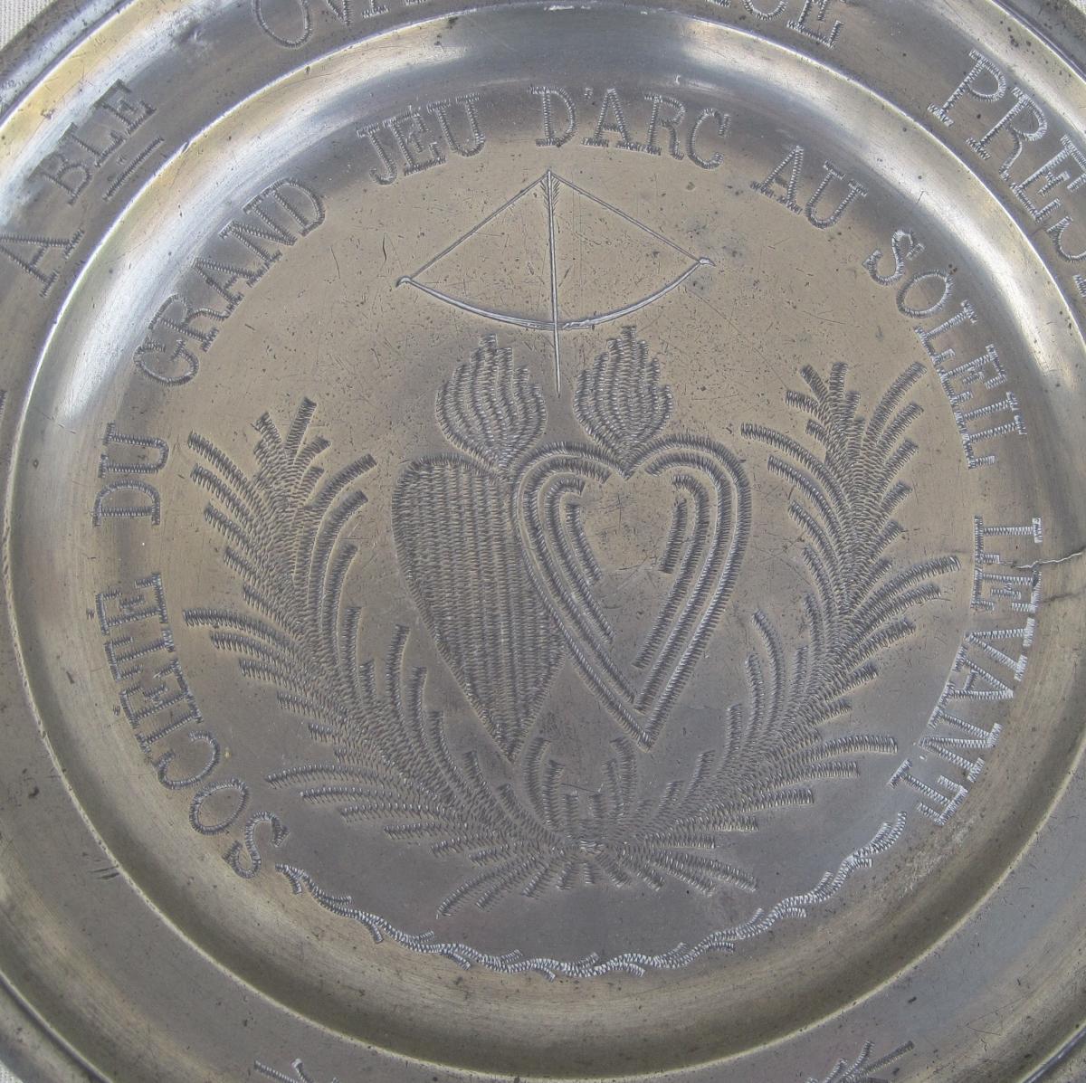 Assiette dédicatoire en étain. XIXe s.