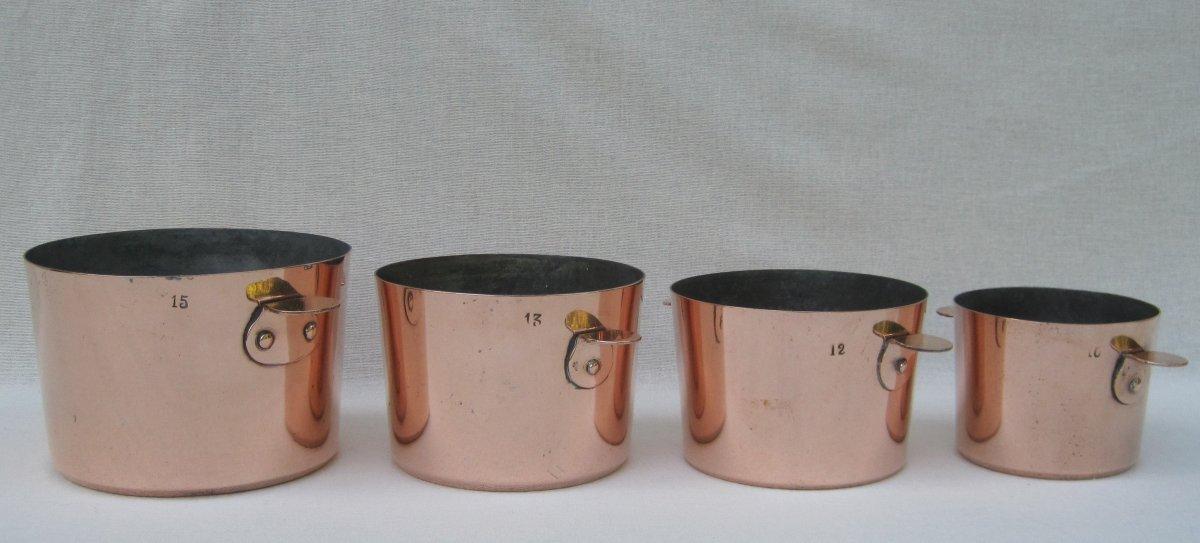 Série homogène de 4 Moules à Charlotte avec oreilles, en cuivre. XIXe s.