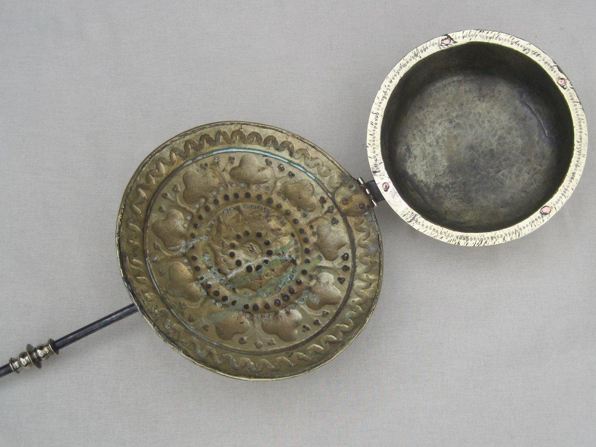 Bassinoire en laiton et fer forgé. Vallée de la MEUSE. XVIe début XVIIe s.-photo-5