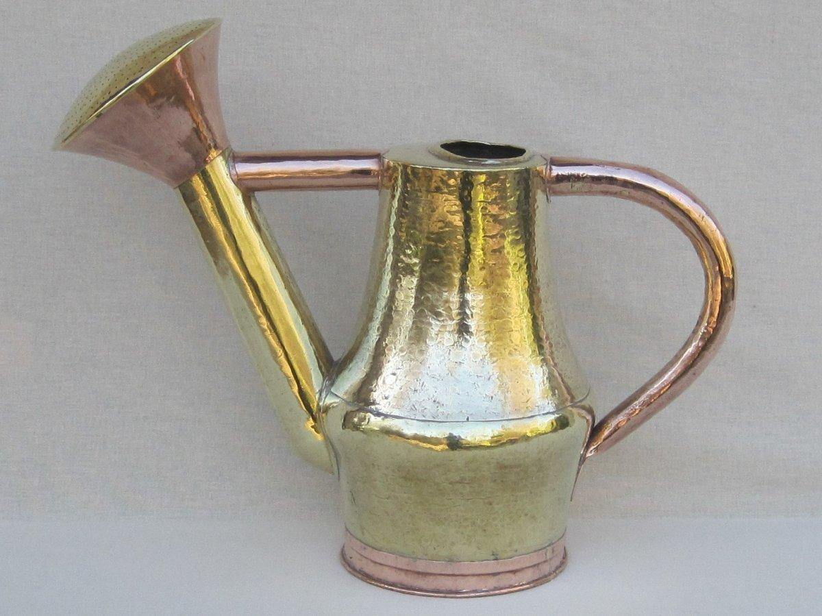 Arrosoir en cuivre et laiton. C couronné 1745-1749.