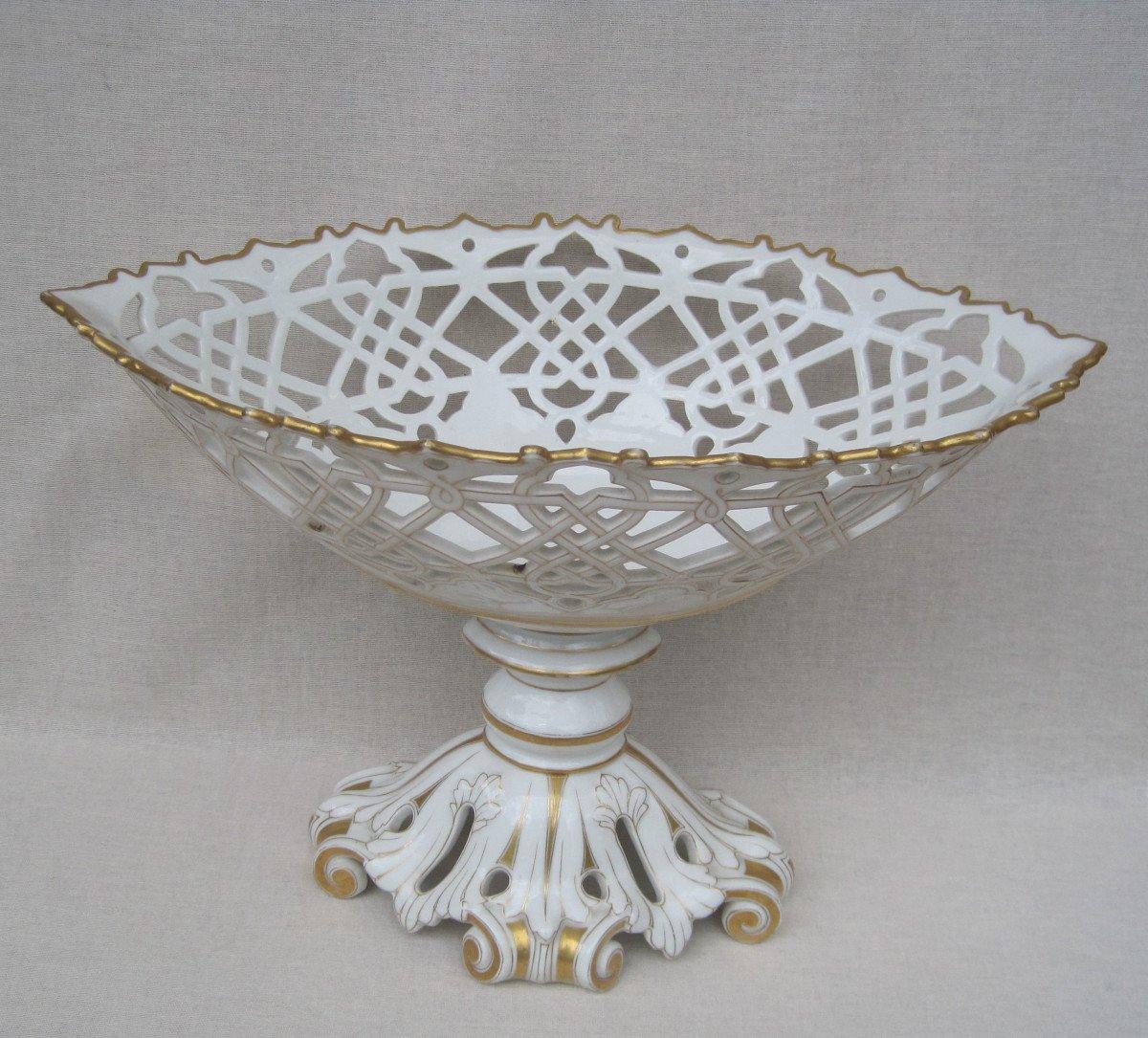 Importante Coupe forme corbeille, ajourée en porcelaine de PARIS. XIXe s.