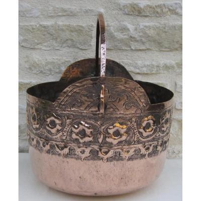 Chaudron en cuivre, décoré. VENETIE. XVIIIe s.