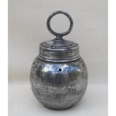 Pot à sangsues, en étain. Poinçon d'ANTEAUME 1771.