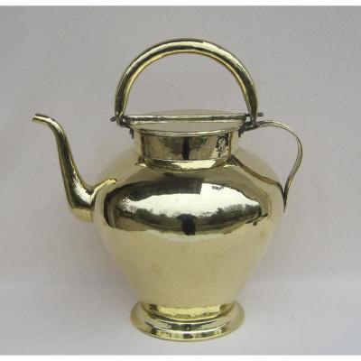 Verseuse à huile, en laiton. XVIIIe-XIXe s.