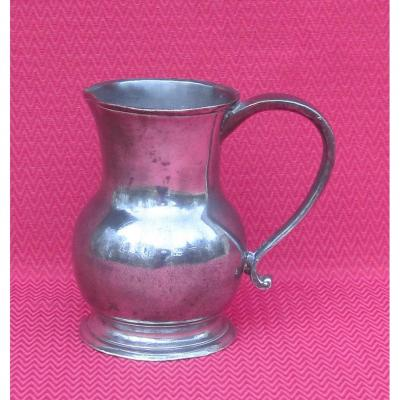 Pot à eau, en étain. J. DUSAUSSOIS à PARIS. XVIIIe s.