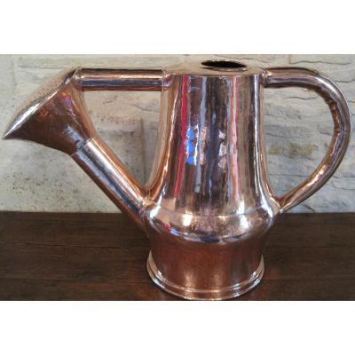 Arrosoir en cuivre, forgé au marteau. XVIIIe s.
