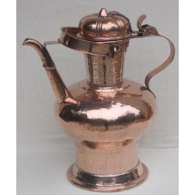 Cruche à vin, en cuivre. Vallée du Rhône. XVIIe-XVIIIe s.