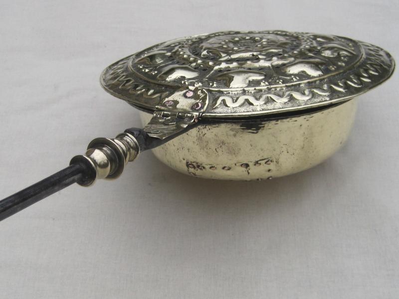 Bassinoire en laiton et fer forgé. Vallée de la MEUSE. XVIe début XVIIe s.-photo-3