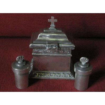 Pewter Box, With 2 Burettes For Baptism. Late Eighteenth Century.
