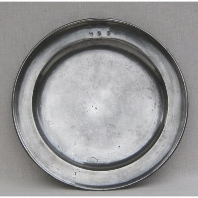 Round Pewter Dish With Molded Edge. Late 18th-early 19th Century.