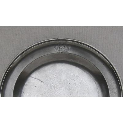 Pewter Dish, Round, With Molded Edge. Coat Of Arms. 18th Century.