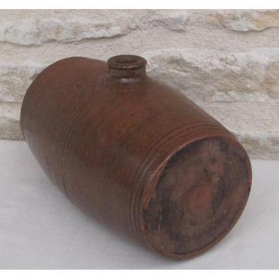 Poterie. Bouillotte en forme de tonnelet en terre cuite. XIXe s.