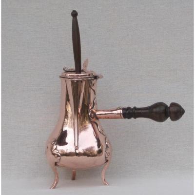 Chocolatière en cuivre. XVIIIe s.