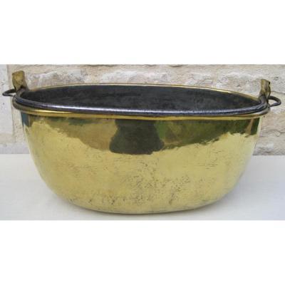 Chaudron ovale en laiton. FLANDRE. XVIIIe s.