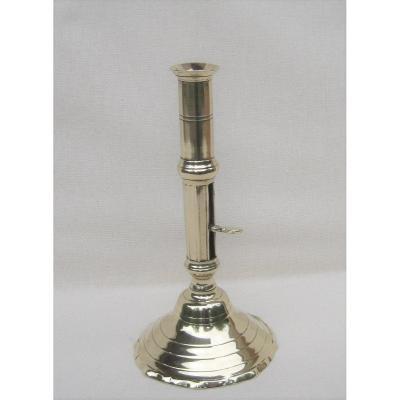 Flambeau à tirette, en bronze. XVIIIe s.