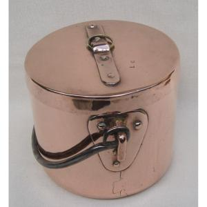 Chaudron couvert - Marmite en cuivre. XVIIIe s.