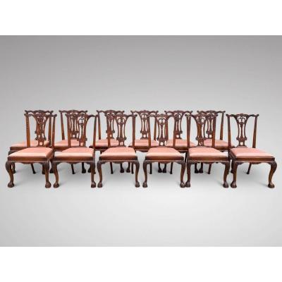 Bel Ensemble de 12 Chaises de Salle à Manger en Acajou Massif de Style Chippendale