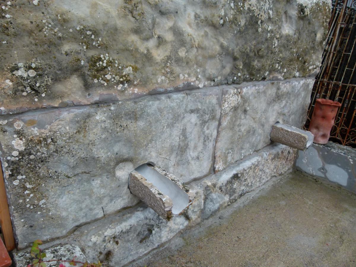 Fontaine En Pierre-photo-4