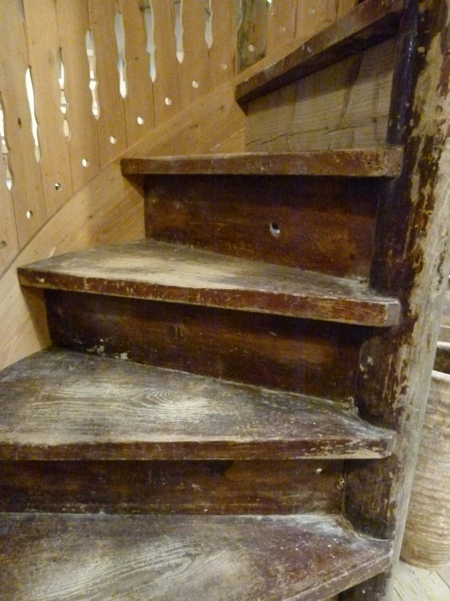 Wood Spiral Staircase-photo-2