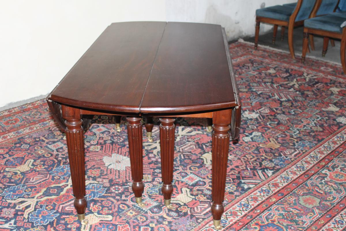 Table 6 24 couverts en acajou 8 pieds epoque milieu for Table 6 couverts
