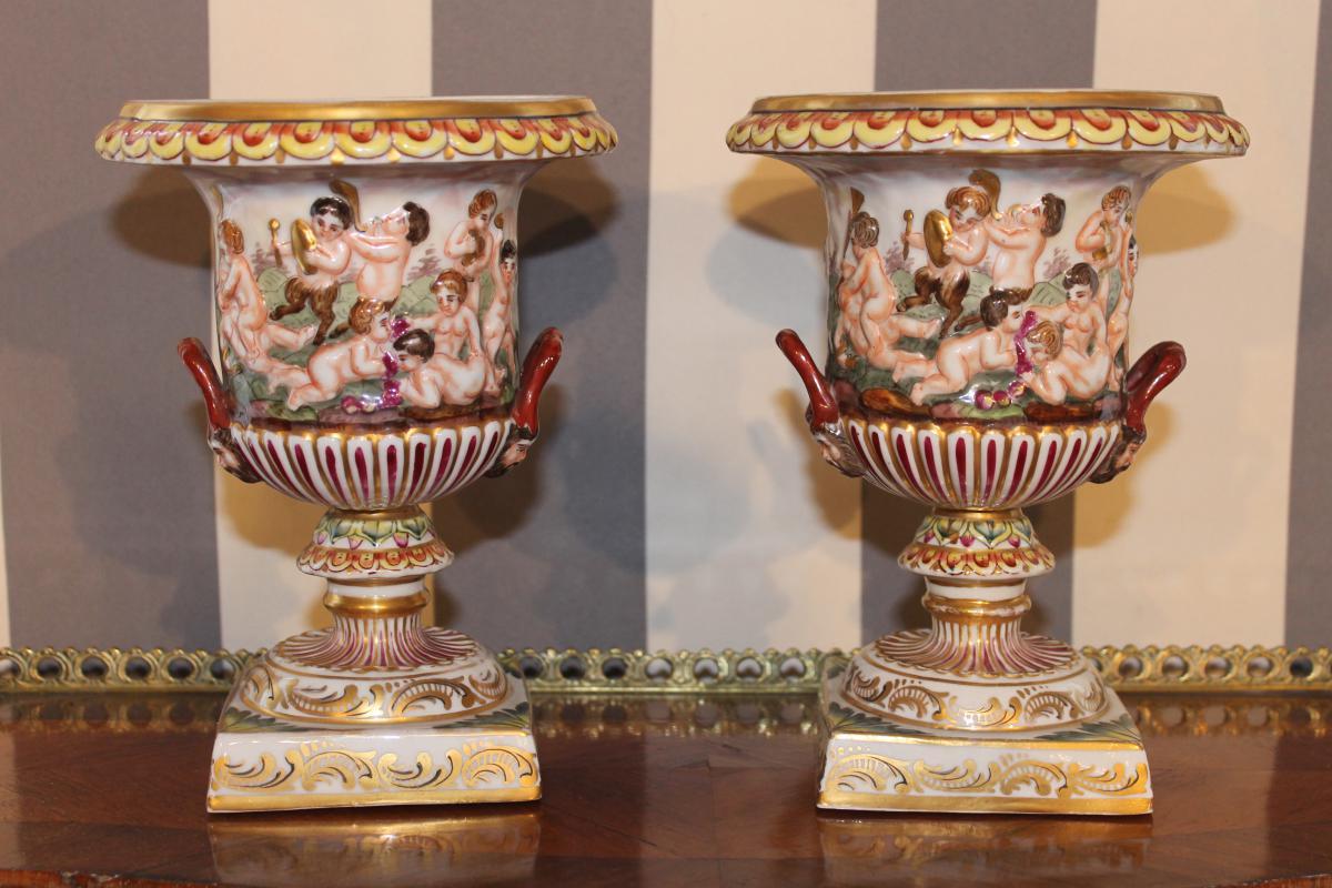 Paire Vases Forme Médicis En Céramique De Capodimonte