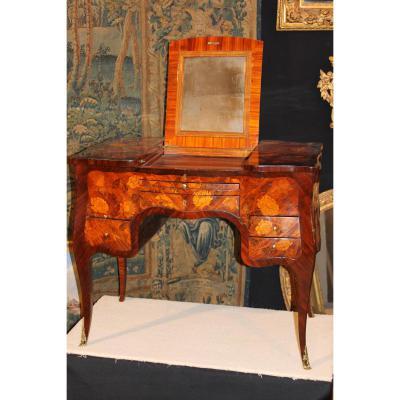 Coiffeuse galbée à Caissons En Marquèterie Epoque Louis XV