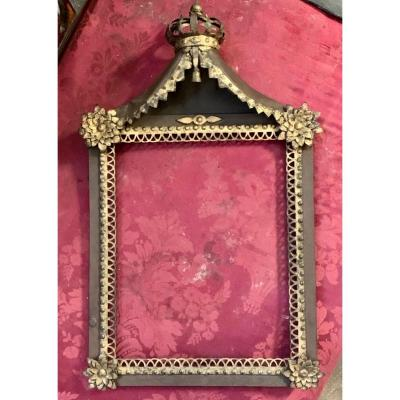 Iron Frame Topped With A Crown - XVIII