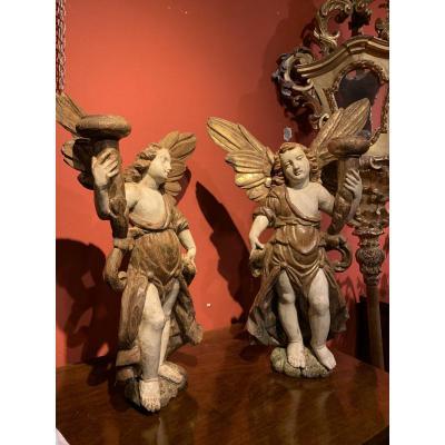 Deux Anges En Bois Peint. Centre Italie. XVII Siecle.
