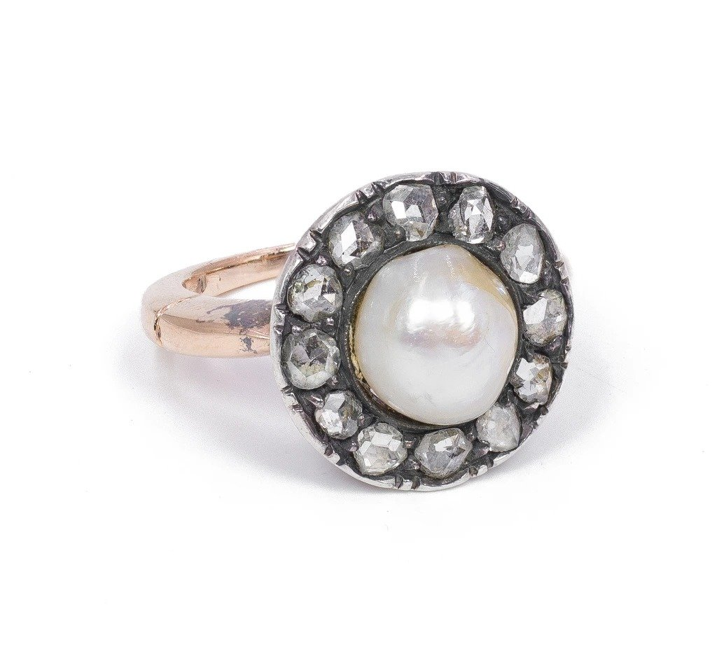 Old Ring In 18k Gold And Silver With Central Pearl And Diamonds, Early 1900s