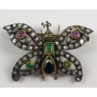 Broche En Or Et  Argent En Forme De Papillon De Diamants, émeraudes, Rubis Et Saphir