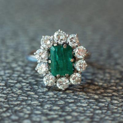 Vintage Marguerite Ring In 18k White Gold, With Central Emerald And Diamonds