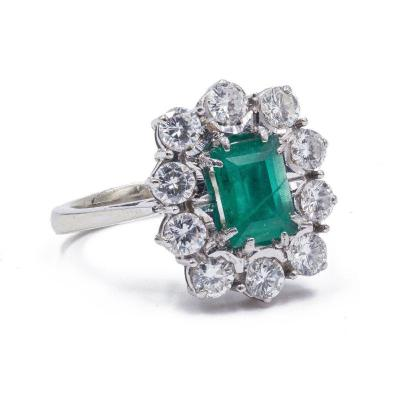18 K White Gold Ring With Central Emerald And Diamonds (1.3 Ct), 1950s / 60s