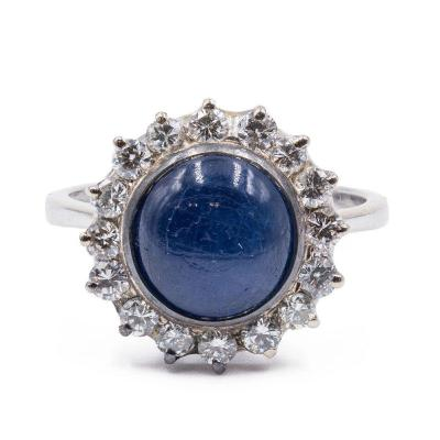 Bague Vintage En Or 18 Carats Avec Saphir Cabochon Central Et Diamants
