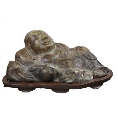 Bouddha en racine de jade avec socle en bois, orient, fin du XIXe siècle