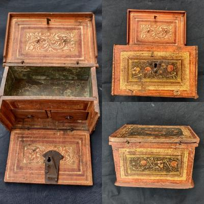 Small Box In Painted Wood XVIth Century