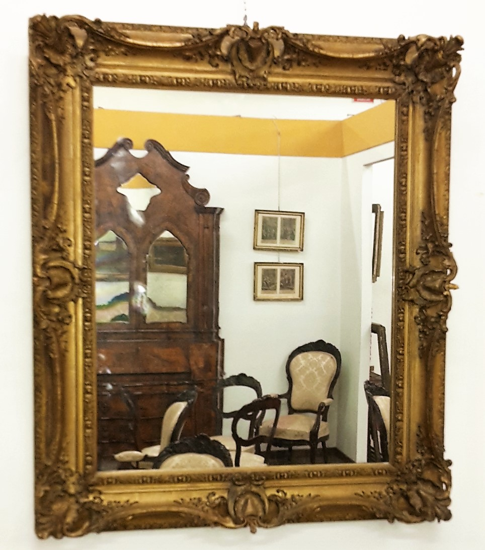 Miroir en plâtre doré restauré