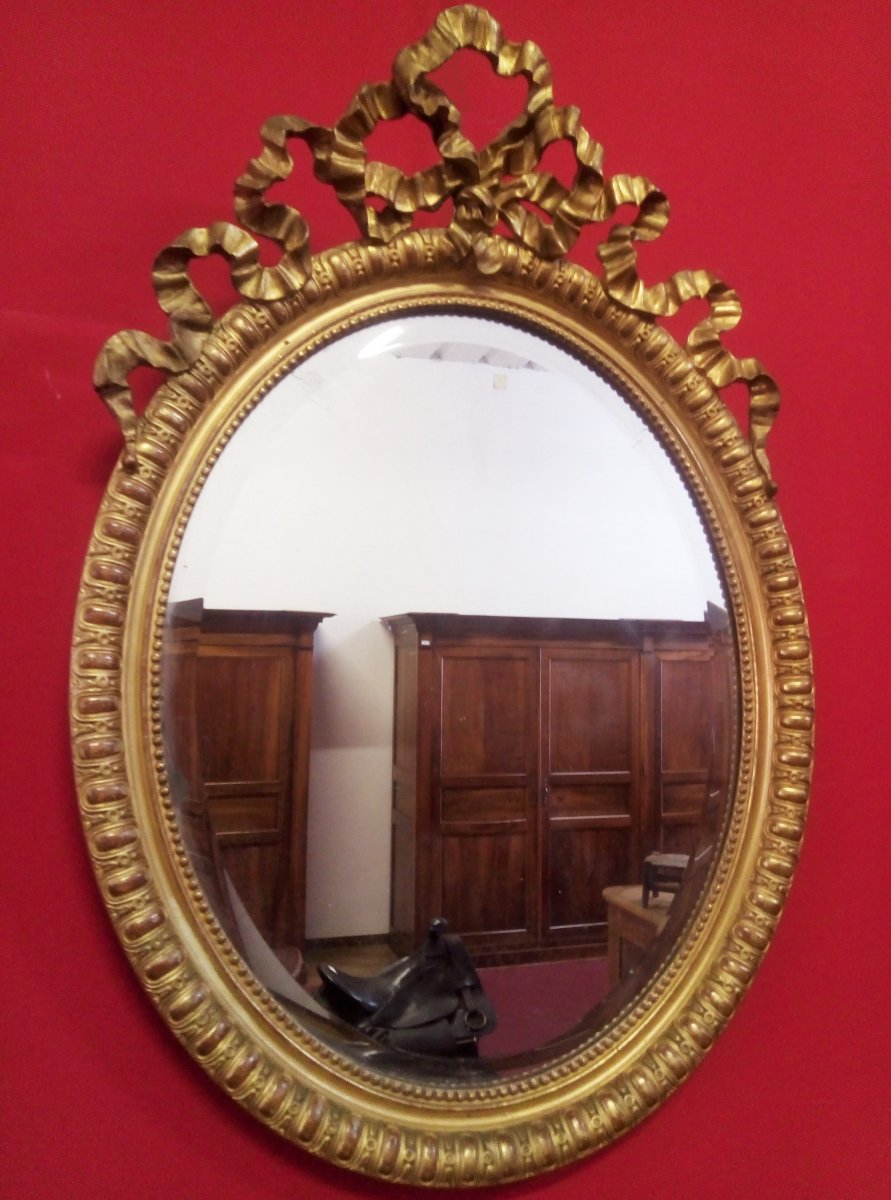 Oval Mirror With Love Knot