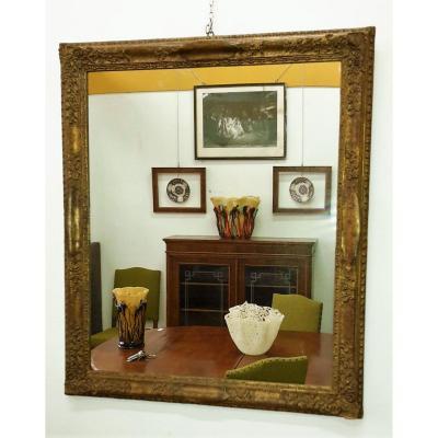 Miroir en bois et plâtre doré